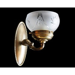 Classic oval brass sconce...